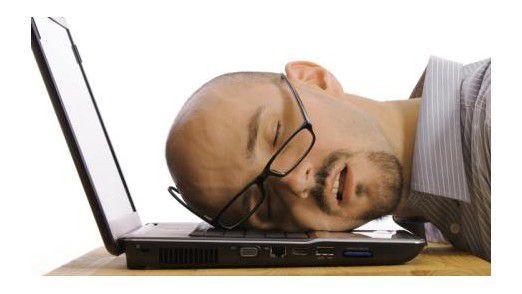 Erschöpft, müde, Burnout: Es gehört nicht viel dazu, seinen Arbeitsalltag besser zu organisieren.