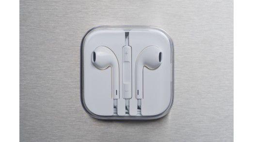 Das Dual-Mode Headphone ist noch Zukunftsmusik. Aktuell bietet Apple Ohrhörer (Earpods) an. Sie liegen dem iPhone 5 bei, inklusive hübscher Plastikverpackung. Sie klingen deutlich besser als die Vorgänger und tragen sich komfortabel.