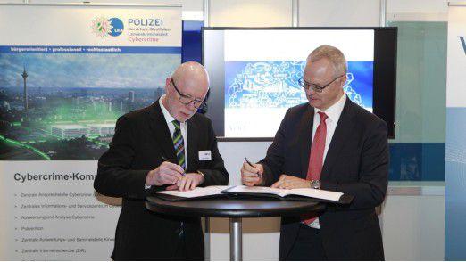 Uwe Jacobs, Direktor des LKA NRW (links) und Thomas Endres, Präsident des VOICE.