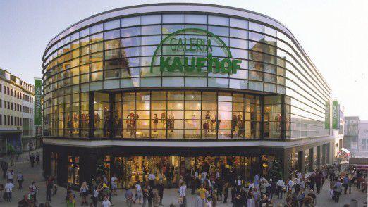 Kaufhof wird künftig von Karstadt geführt.