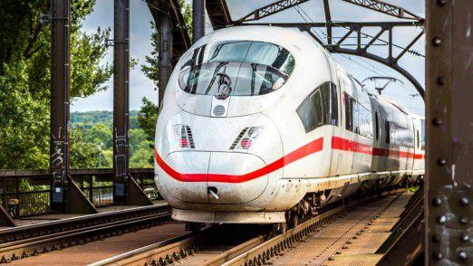 Die Deutsche Bahn will im Konkurrenzkampf mit Flugzeugen und Fernbussen Tempo machen und lockt dafür auch mit stabilerem Internet für alle Reisenden im ICE.