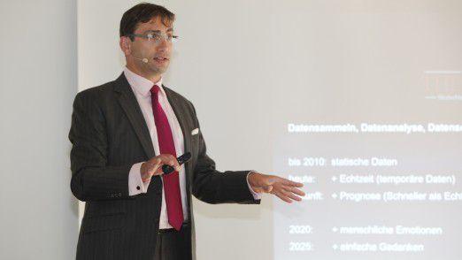 Trendforscher Sven Gábor Jánszky von 2b ahead ThinkTank sagte voraus, dass wir schneller als in Echtzeit leben werden.