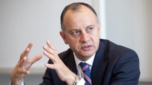 Martin Hofmann, CIO von Volkswagen, wehrt sich jetzt zusammen mit seinen Kollegen gegen Cyber-Angriffe und Spionage.