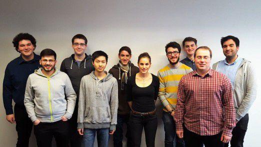 Diese zehn (von insgesamt 14) jungen Leute haben bei Adesso im Rahmen ihres Praktikums eine mobile App für eine Versicherung entwickelt.