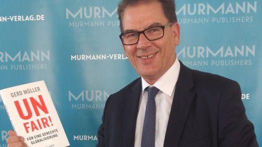 """CSU-Minister Gerd Müller: In seinem Buch """"Unfair! Für eine gerechte Globalisierung"""" kämpft der Bundesminister für wirtschaftliche Zusammenarbeit und Entwicklung für mehr Fairness auf der Welt."""