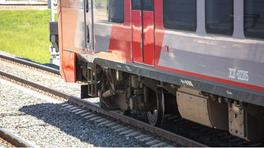 Siemens und der französische Konkurrent Alstom treiben ihre geplante Zug-Allianz weiter voran.
