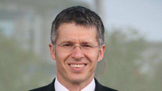 Aus Sicht von Bitkom-Geschäftsführer Bernhard Rohleder stehen die TK-Diensteanbieter vor der Herausforderung, angesichts rückläufiger beziehungsweise stagnierender Umsätze die Investitionen für den Netzausbau stemmen zu müssen.