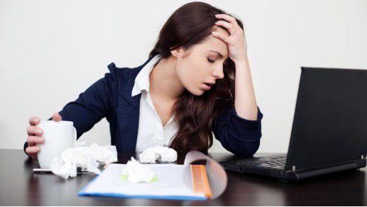 Krank zur Arbeit? Wenn es nicht anders geht, sollten Sie dazu einige Tipps beherzigen.