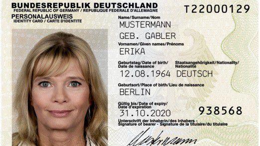 Mit der elektronischen Identifikationsfunktion (eID) im neuen Personalausweis lassen sich inzwischen einige Behördengänge sparen und Verwaltungsvorgänge, etwa in der Zusammenarbeit mit Versicherungen, erleichtern.