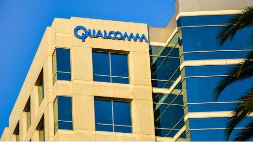 Qualcomm fährt ein zweigleisiges Geschäftsmodell: Die Firma aus San Diego in Kalifornien verdient sowohl am Verkauf von Mobilfunk-Chips als auch von Patentlizenzen für ihre Erfindungen in dem Bereich.