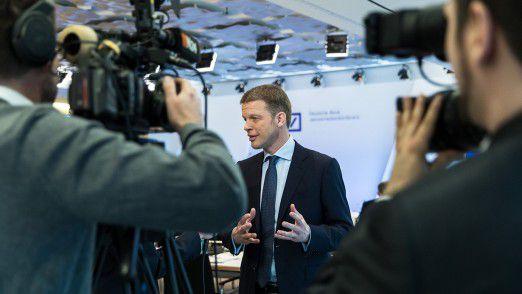 Deutsche Bank CEO Christian Sewing muss das Bankhaus völlig neu definieren.