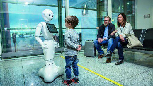 Am Flughafen München beantwortet der Roboter Josie in einer Testphase im nichtöffentlichen Bereich von Terminal 2 seit 15. Februar 2018 Anfragen von Fluggästen.