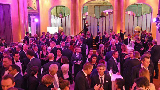 Veranstaltungen wie der CIO des Jahres, der dieses Jahr am 15. November im Bayerischen Hof in München stattfindet, bieten eine ideale Plattform, um neue Kontakte zu knüpfen und bestehende zu vertiefen.