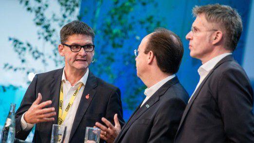 CEBIT-Chef Oliver Frese (links) beschwört den Erfolg seines neuen Messekonzepts, das der Vorsitzende des CEBIT-Messeausschusses Heiko Mayer (Mitte) und Bitkom-Hauptgeschäftsführer Bernhard Rohleder (rechts) offensichtlich mittragen.