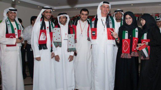 Patrick Naef mit Kollegen am Nationalfeiertag: Jährlich am 2. Dezember feiern die Vereinigten Arabischen Emiraten den Zusammenschluss der sieben Emirate im Jahre 1971.