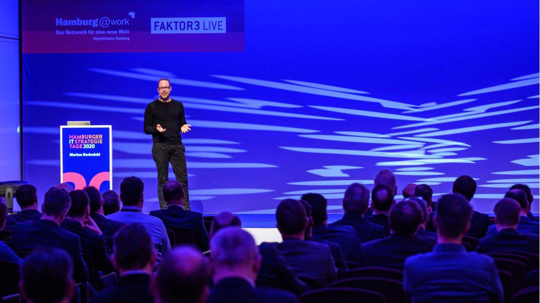 Markus Beckedahl sprach vor hunderten IT-Chefs.