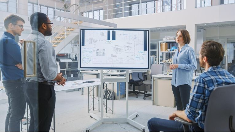 Die Software Factory ist ein konkretes und konstruktives Ziel, das die Missionen vom einzelnen Entwickler, über die IT-Leitung bis hin zur gesamten Wirtschaft in sinnvoller Weise zu einer zielführenden Vision vereinen kann.