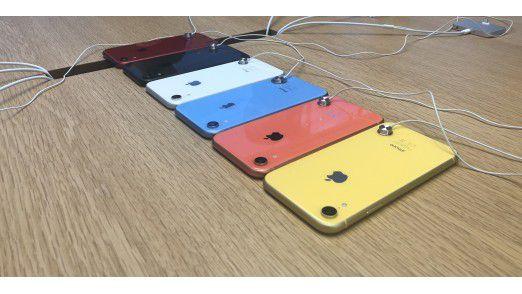Das iPhone XR wird in sechs Farben angeboten (die rote Version fehlt auf dem bild.