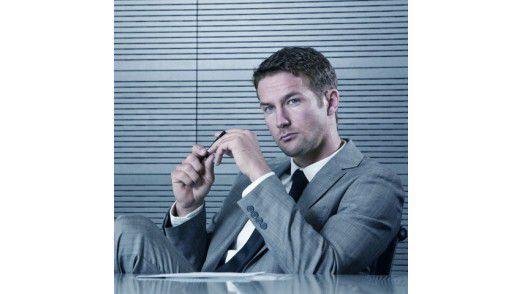 Sich auch mal zurücklehnen und aktiv zuhören - das ist die am häufigsten von Chefs geforderte Kommunikationskompetenz.