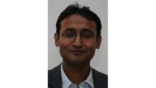 """Kausik Munsi, Leiter der Software-Entwicklung beim BAMF: """"Man trifft auf alle erdenklichen IT-Systeme: vom uralten 486er bis zur modernsten Datentechnik ist das Spektrum unglaublich groß""""."""