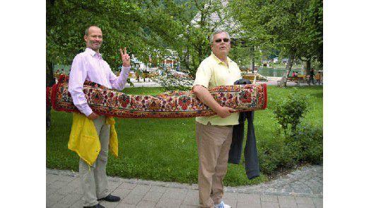 Im Bild: Horst Ellermann und Lothar Hirschbiegel (von links).