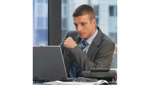 Große Unternehmen sind bei der Handhabung von privatem Surfen am Arbeitsplatz strenger als kleinere Firmen.