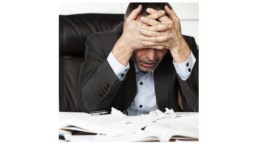 Stress und Erschöpfung zählen zu den Symptomen, von denen viele Burnout-Patienten ihrem Arzt berichten.