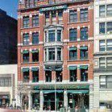 Die weltweit größte Buchhandelskette Barnes & Noble (hier der mehrstöckige Laden am Union Square in New York) steht zum Verkauf: Die eBooks gefährden den traditionellen Buchhandel. (Foto: Barnes & Noble)
