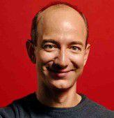 Amazon-Chef Jeff Bezos überlegt, wie der Konzern die Versandkosten mit Packstationen herunter fahren kann.