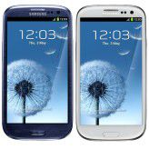 Das Galaxy SIII bringt Samsung in den Farben Pebble Blue (links) und Marble White (rechts).