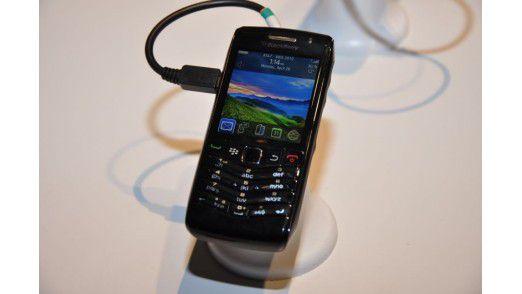 Blackberry Pearl 3G: Der neue kleine Blackberry von RIM. Wahlweise mit komprimierter QWERTZ-Tastatur oder mit Telefontastatur.
