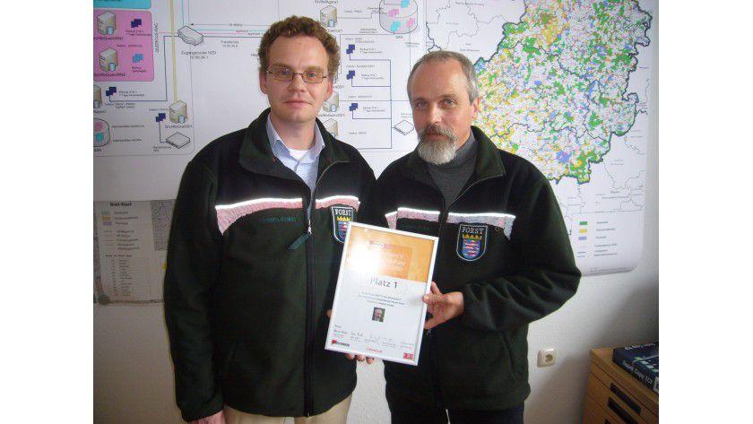 Projektleiter Stephan Karger (im Bild rechts) und sein Team belegen mit ihrem Projekt den 1. Platz in Germany's Best Database Project 2010.