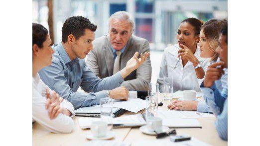 Erst ein persönliches Treffen ermöglicht den Aufbau von Vertrauen und Beziehungen und sollte daher am Anfang eines jeden vituellen Projekts stehen.
