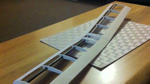 Gedruckte Tragfläche eines Modellflugzeugs zum Bespannen.