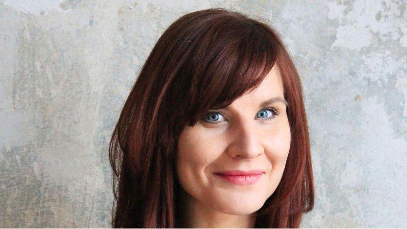 """Buchautorin Catharina Bruns: """"Es wundert mich sehr, dass so viele Menschen sich so klein machen, die Rahmenbedingungen der Arbeitswelt nicht in Frage stellen und sogar noch mehr an vorgegebenen Strukturen einfordern."""""""