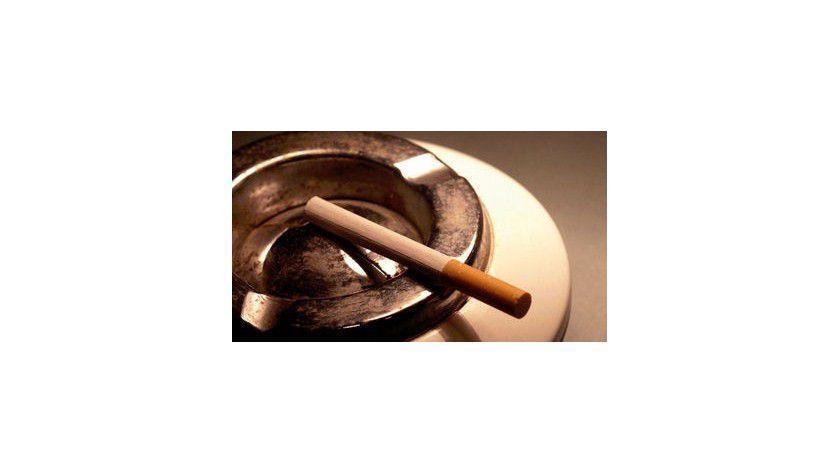 Verunglücken Arbeitnehmer während ihrer Raucherpause, sind sie nicht unfallversichert. Denn Rauchen im Betrieb ist eine rein persönliche Angelegenheit ohne Bezug zur beruflichen Tätigkeit.