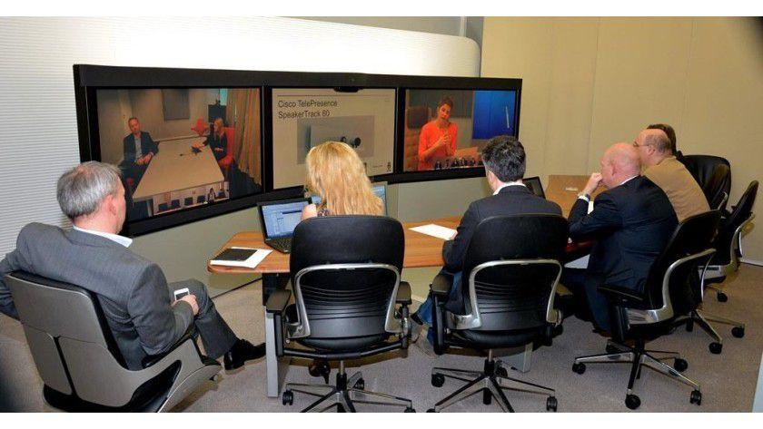 Für eine erfolgreiche Videokonferenz sollten Aspekte wie Hintergrund, Akustik, Sitzordnung etc. nicht vernachlässigt werden.
