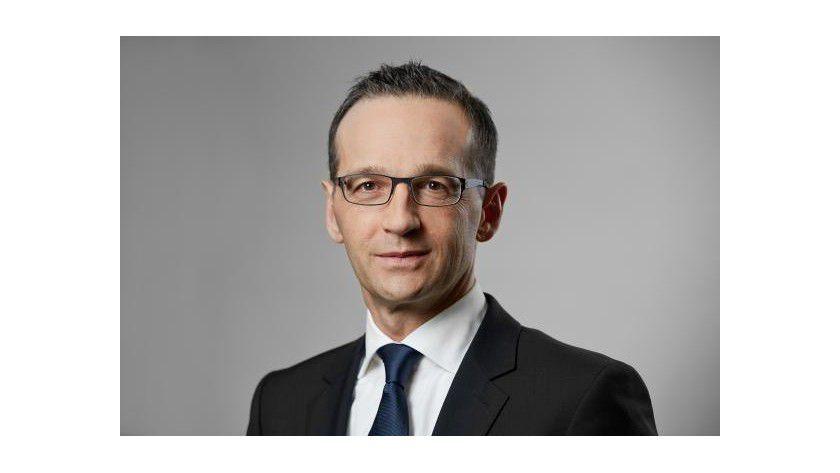 """Heiko Maas, Bundesminister der Justiz und für Verbraucherschutz: """"Was wir nicht wollen, ist der gläserne Autofahrer, für den Bewegungsprofile erstellt und Daten über den Fahrstil gesammelt werden""""."""