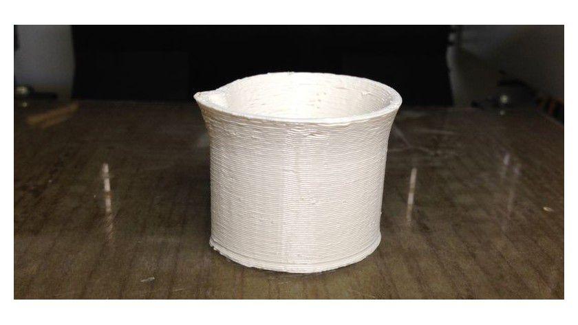 Bei geringer Druckqualität bleibt jede Kunststoffschicht deutlich sichtbar. Außerdem sehen Sie Unsauberkeiten, wenn das Material nicht exakt gesetzt wird - hier: vom Da Vinci 1.0