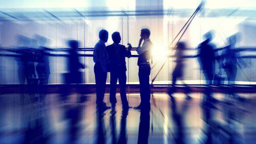 Junge Mitarbeiter glauben in der Regel an die Selbststeuerungskräfte von Teams.