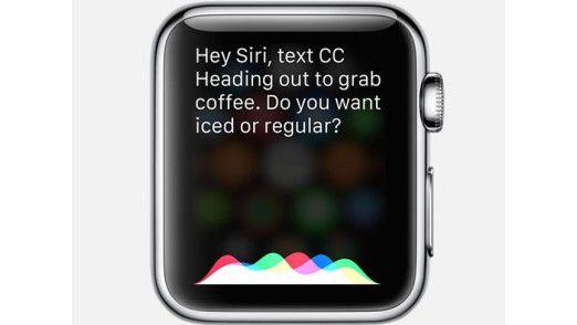 Die Apple Watch unterstützt Siri und reicht Sprachbefehle an das iPhone weiter.
