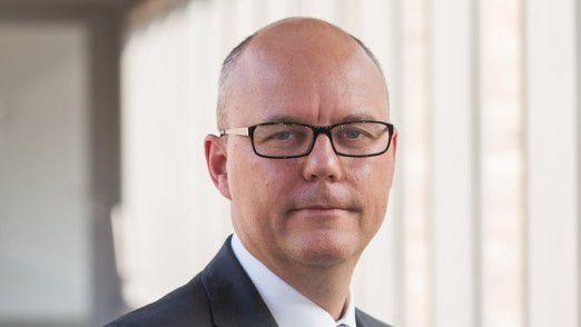 CIO Holger Ewald von der DB Netz AG. CIO Ewald nennt vier entscheidende Vorteile, die die Unternehmens-IT mit einer Integrationsplattform im Vergleich zu monolithischen Lösungen realisieren kann.