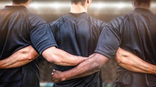 Teambuilding läuft im Büro meist nicht so harmonisch ab wie im Sport.