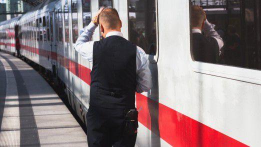 Zugbegleiter: Die Zahl der Angriffe auf Bahn-Mitarbeiter hatte zuletzt stark zugenommen.