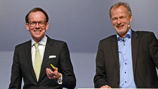 Kai Bender, Partner bei Oliver Wyman und Moderator Horst Ellermann auf den Hamburger IT-Strategietagen 2017.