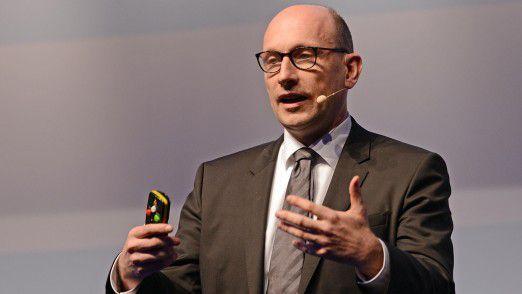 """""""Mit unserer verbesserten Infrastruktur können wir nun schnell zusätzliche Services anbieten, neue Geschäftspotenziale erschließen und generell unsere Position als attraktiver Partner für Non-Air-Unternehmen erhöhen"""", kommentiert CIO Ralf Gernhold von der Lufthansa-Tochter Miles & More."""