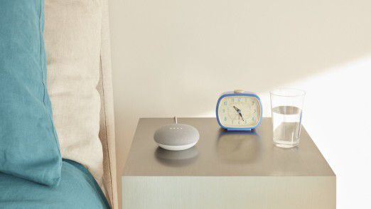 Google hat die Aktivierung per Fingerdruck beim neuen Google Home Mini aufgrund einer Datenschutz-Panne abgeschaltet.