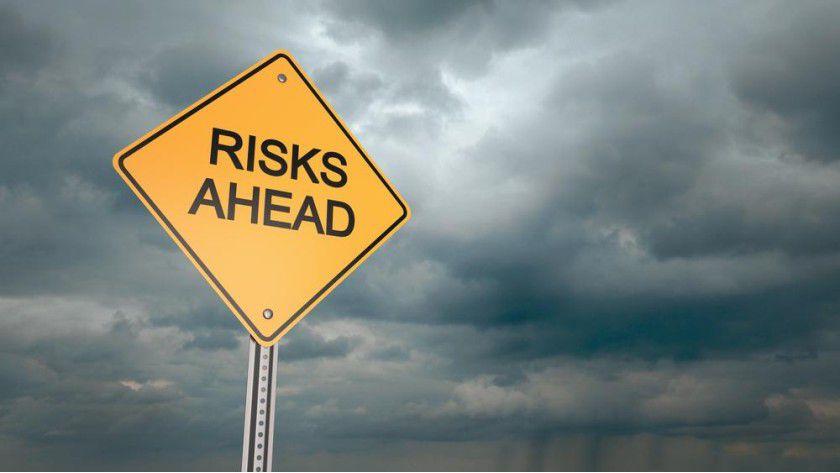 Cyber-Risiken wie Hackerangriffe zählen 2015 erstmals zu den drei größten Risiken für deutsche Unternehmen.