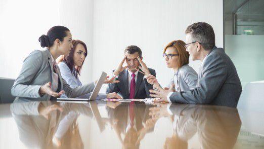 Eine schlechte Beziehung zum Chef steigert den Stress durch Digitalisierung, so eine Studie der Barmer GEK.