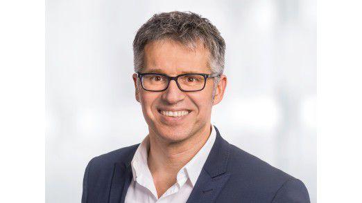 Der Hauptgeschäftsführer des Bitkom, Bernhard Rohleder, sieht gewaltige Veränderungen auf alle Industriezweige und Arbeitsplätze zukommen.